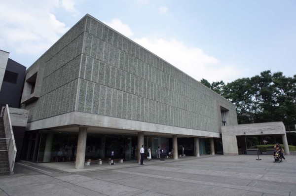 国立西洋美術館-ピロティ