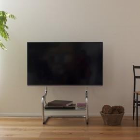 壁寄せ テレビ台。機能的デザインがインテリアをすっきりシンプルに