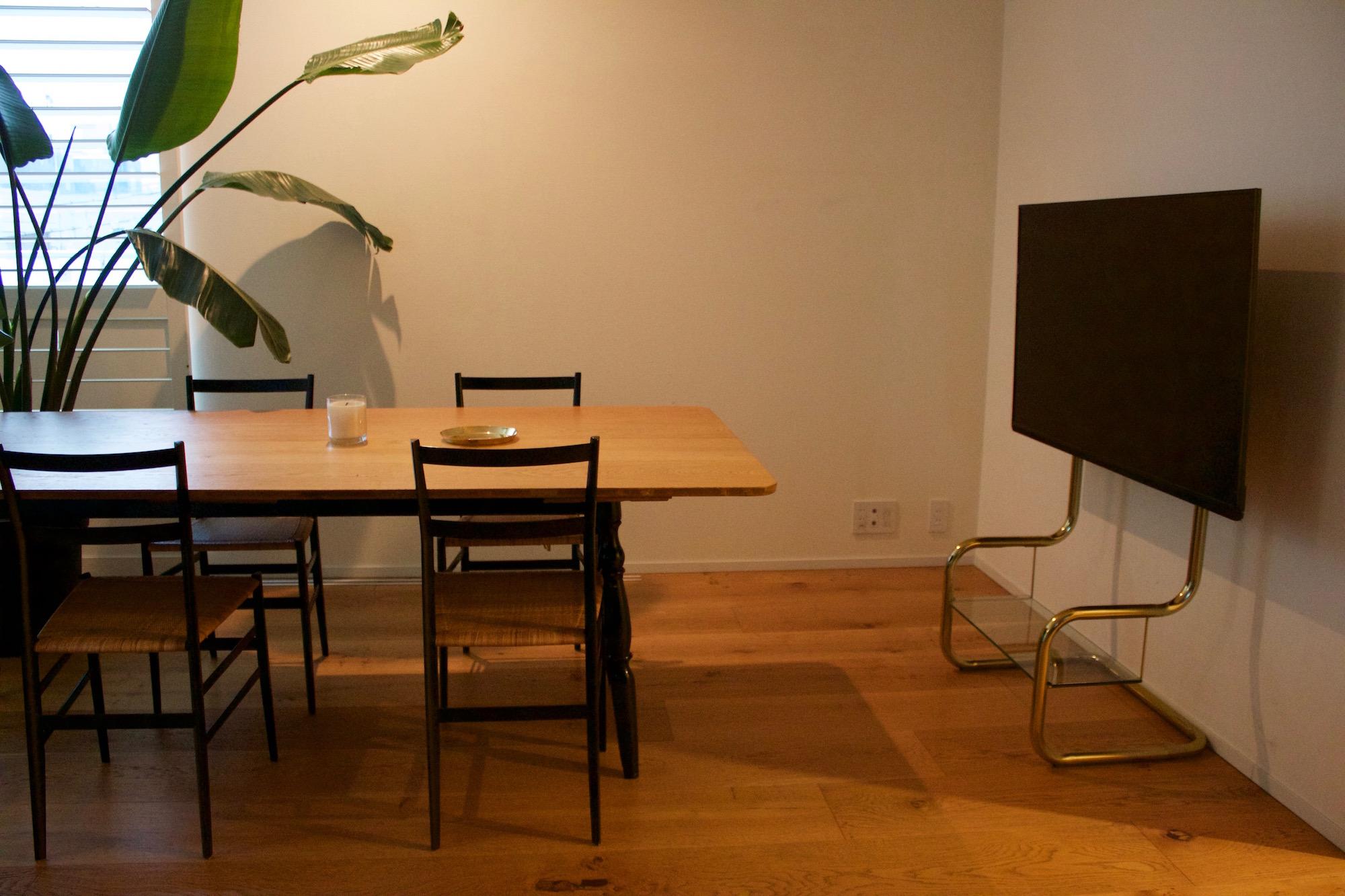 壁寄せテレビスタンド ダイニングテーブル テレビ 目の高さ 壁掛け 設置 高さ