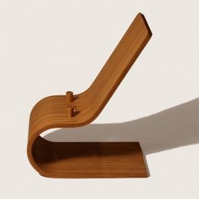 キッチン用 アイパッドスタンド 自然循環素材素材の竹製。やさしい質感と柔らかなデザインは、キッチンやテーブルで使われる生活のための道具。