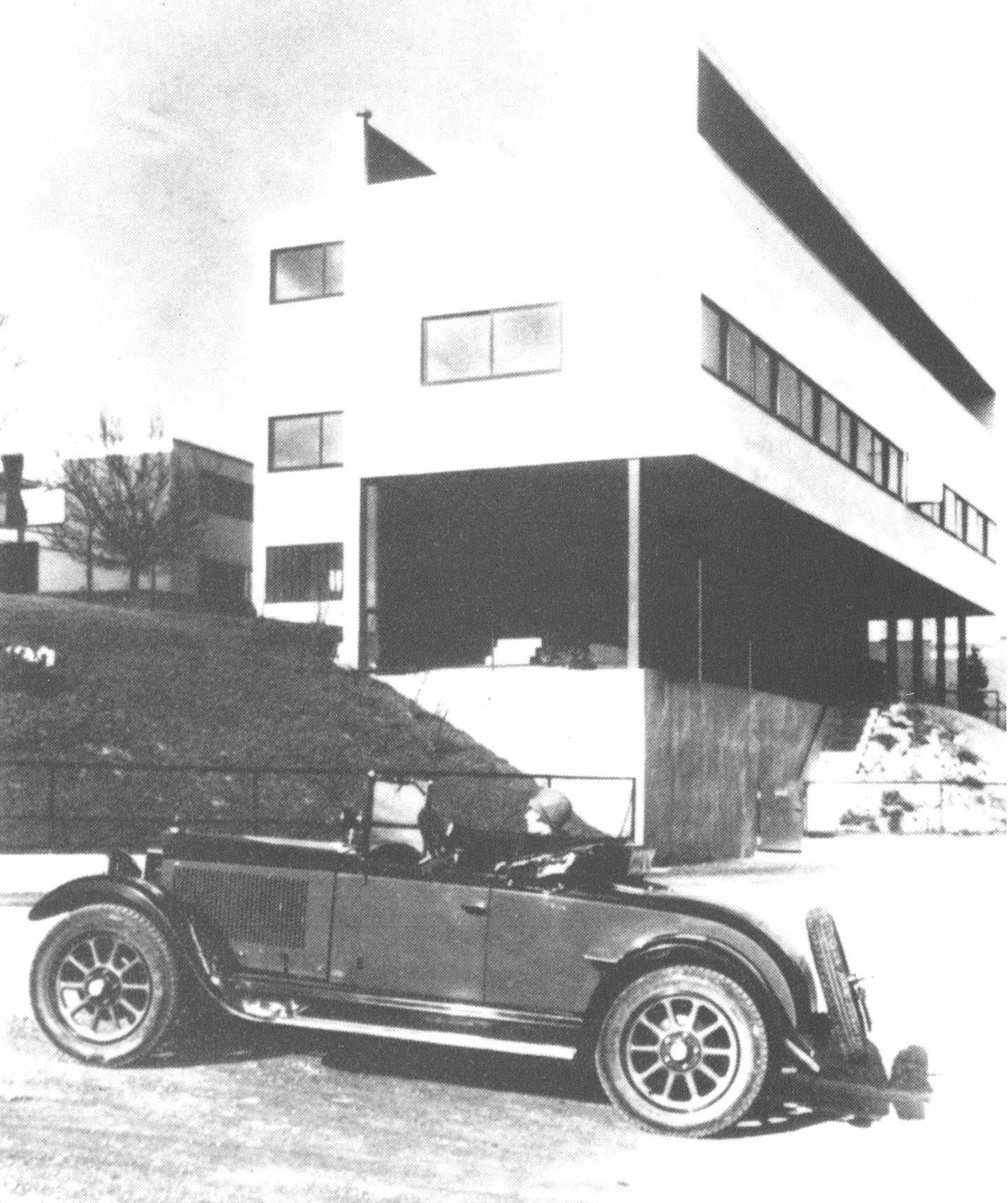 住宅と車 ル・コルビュジエ